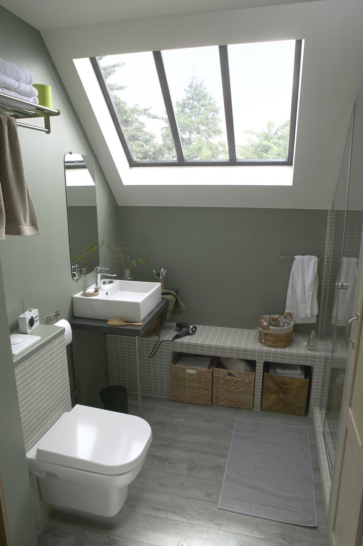 Une salle d 39 eau sous les combles leroy merlin - Agencement petite salle de bain ...