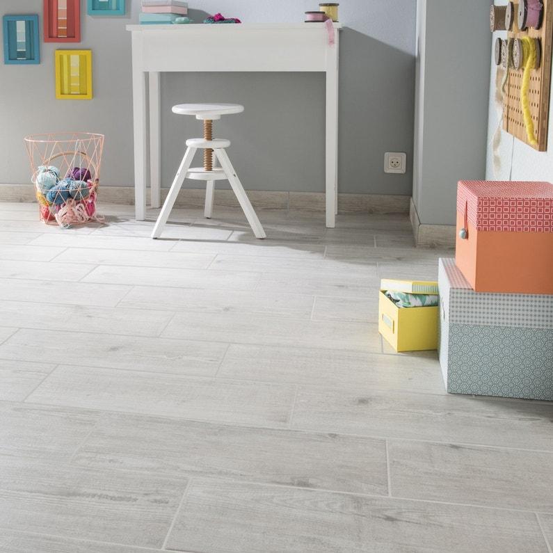 Du carrelage effet bois cendr pour plus de douceur dans for Les chambre d enfant