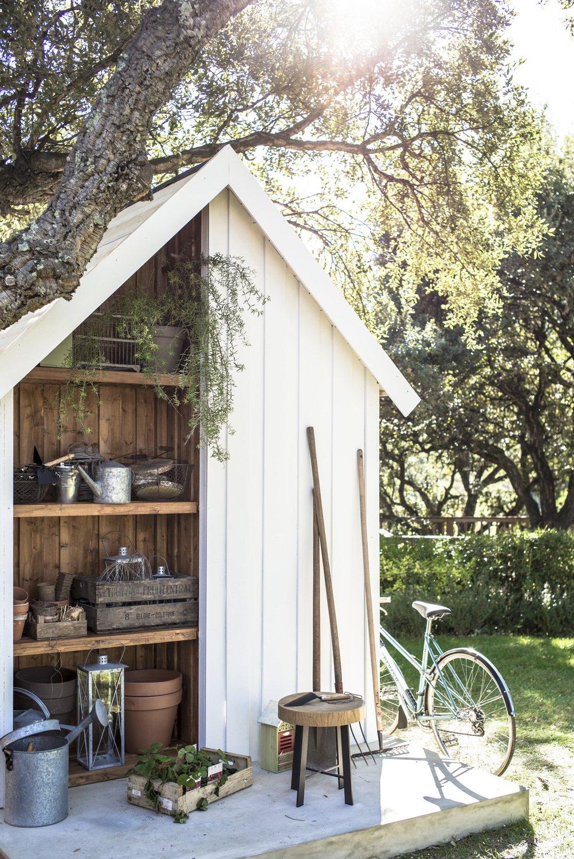 ranger tout le mat riel de jardinage dans cet abri leroy. Black Bedroom Furniture Sets. Home Design Ideas