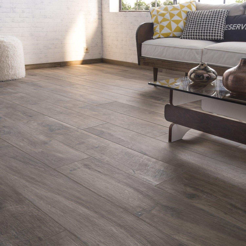 r chauffez vous avec le carrelage aspect bois leroy merlin. Black Bedroom Furniture Sets. Home Design Ideas