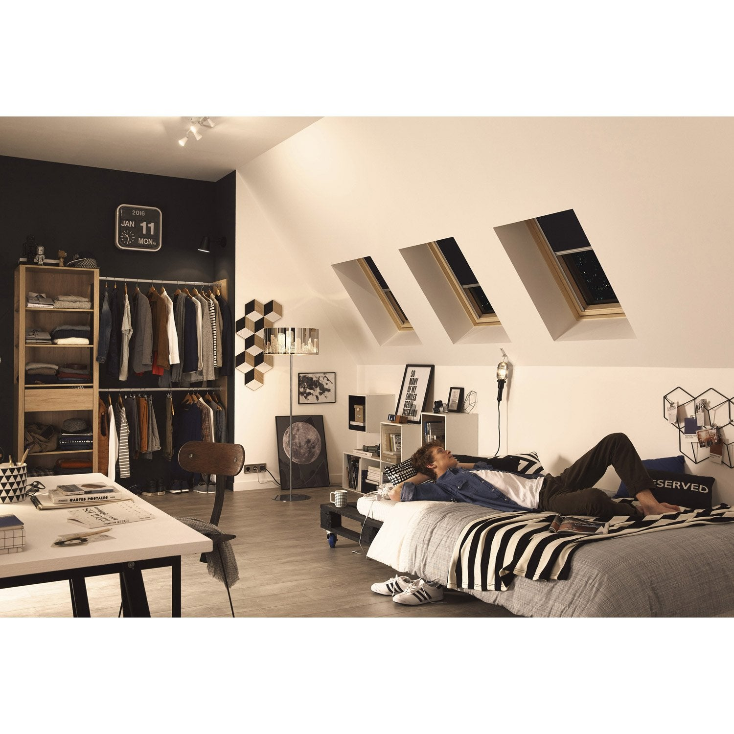 store fen tre de toit occultant bleu velux dkl m04 leroy. Black Bedroom Furniture Sets. Home Design Ideas