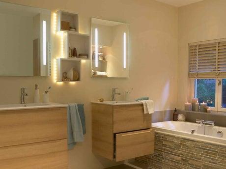 Tout savoir sur l 39 clairage dans la salle de bains leroy for Salle de bain 5m2 baignoire