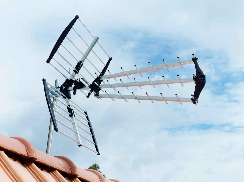 r glage d 39 une antenne hertzienne ou parabolique fixe leroy merlin. Black Bedroom Furniture Sets. Home Design Ideas