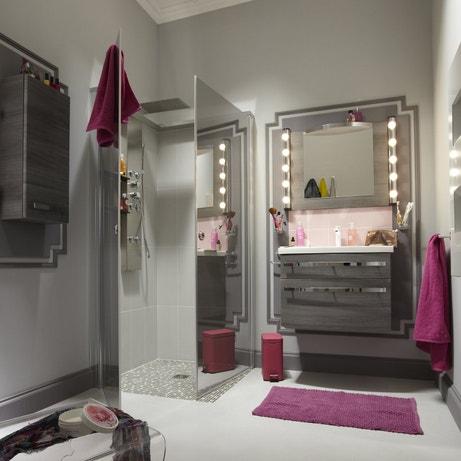Une salle de bains pour s'admirer avec un coin coiffeuse