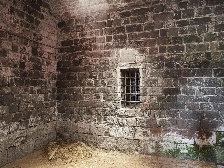 Refaire Fondation Maison Ancienne comment traiter les murs et le sol d'une cave ? | leroy merlin