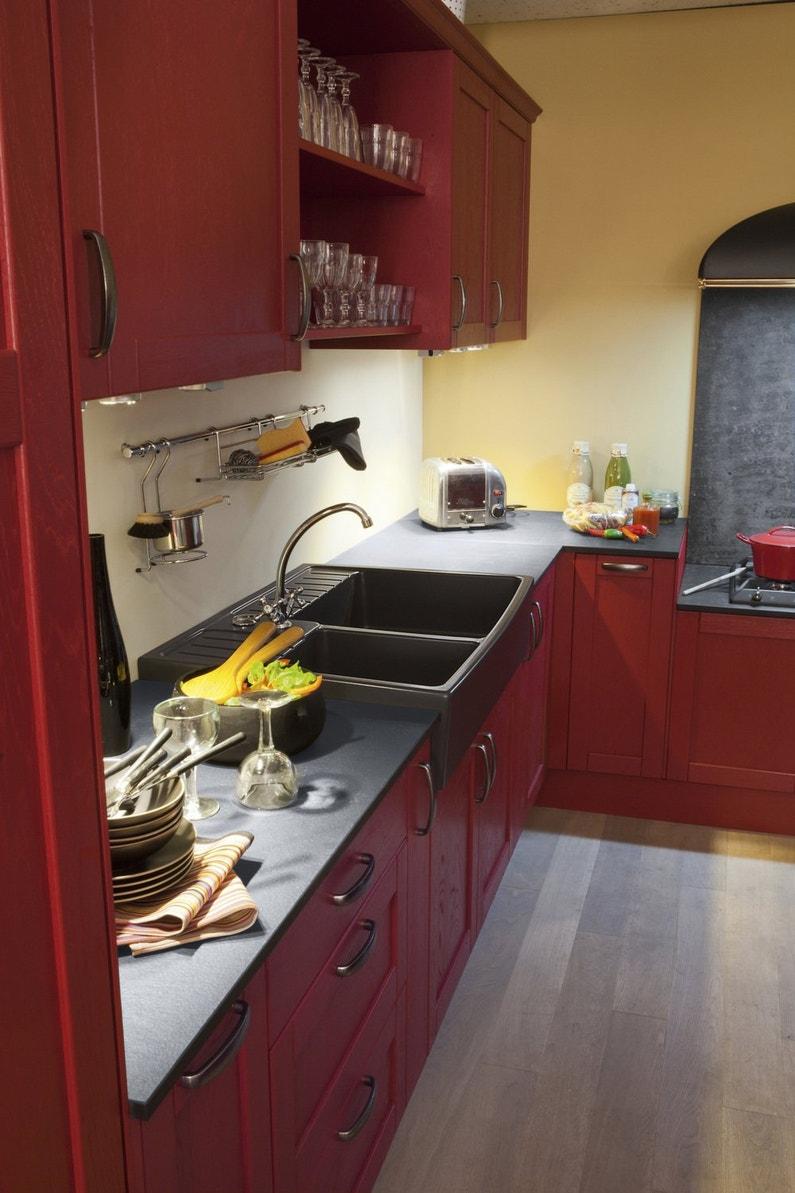 la cuisine a un sacr caract re leroy merlin. Black Bedroom Furniture Sets. Home Design Ideas