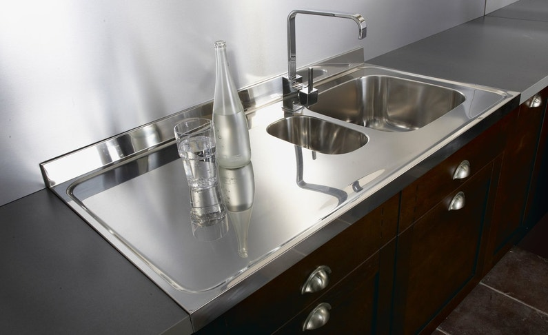 un vier deux bacs et son plan en inox pour une cuisine vintage leroy merlin. Black Bedroom Furniture Sets. Home Design Ideas