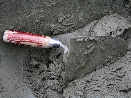 Comment g cher du mortier la main leroy merlin - Comment faire du mortier ...