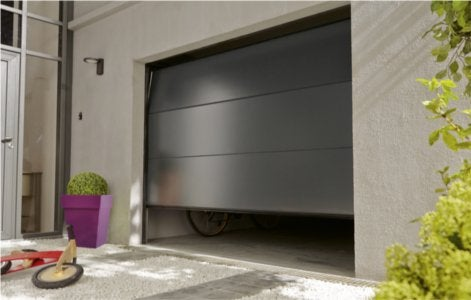 Bien choisir sa porte de garage leroy merlin for Montage porte de garage sectionnelle hormann