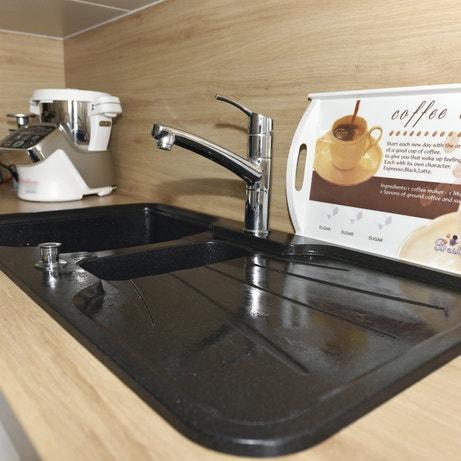 Un évier noir pour plus de style comme dans la cuisine d'Aurélie à Montigny les Metz