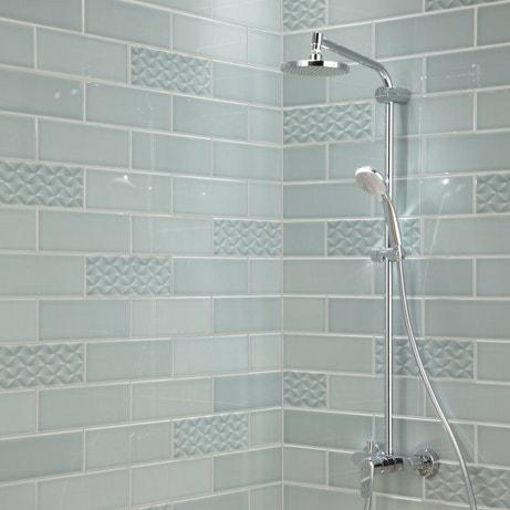 Du carrelage vert pâle pour la douche