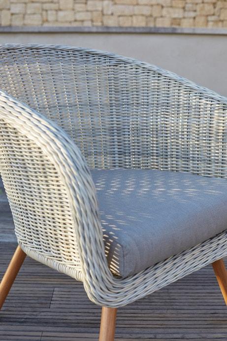 Zoom sur le fauteuil de jardin