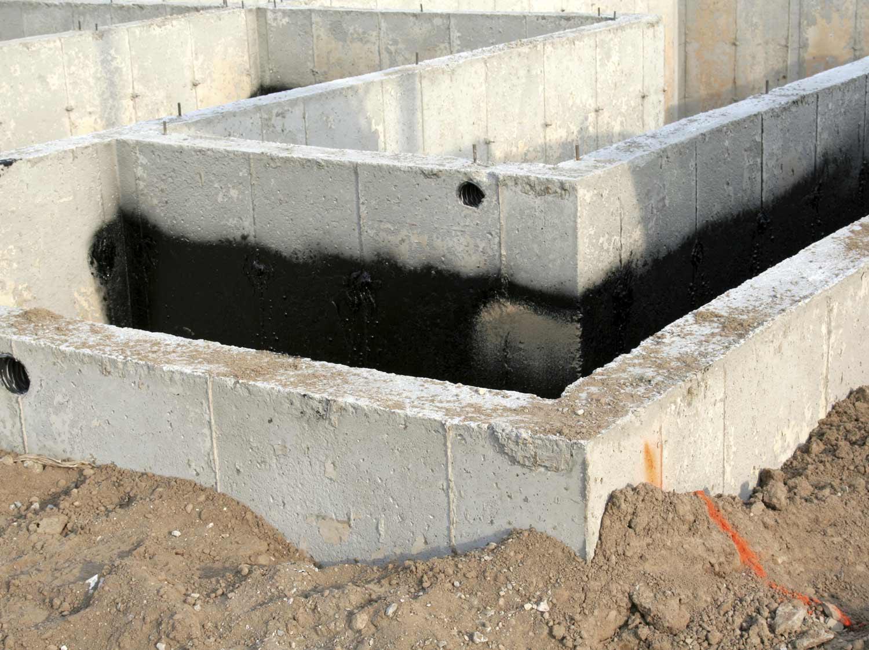 Realiser Un Mur D Eau Exterieur comment réaliser l'étanchéité des fondations ?   leroy merlin