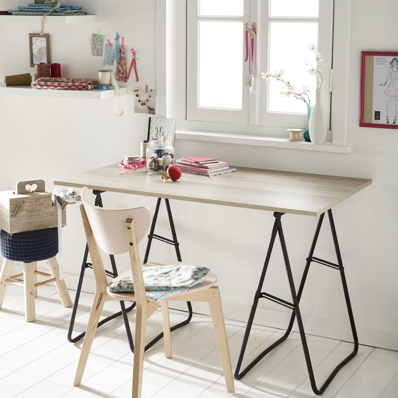 des tr teaux et une tablette un bureau pour travailler de chez soi leroy merlin. Black Bedroom Furniture Sets. Home Design Ideas