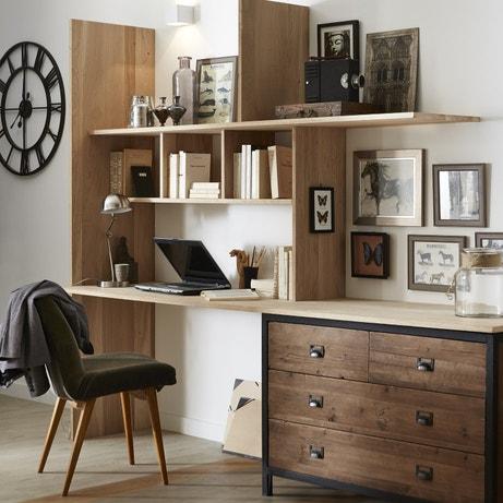 Un bureau avec une série d'étagères