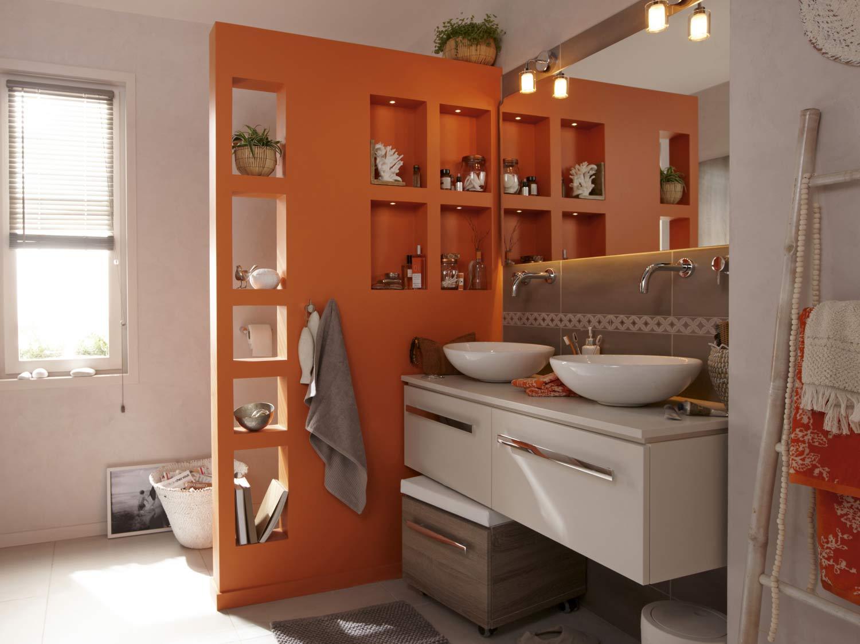 Comment monter une cloison multifonction dans la salle de bains ?