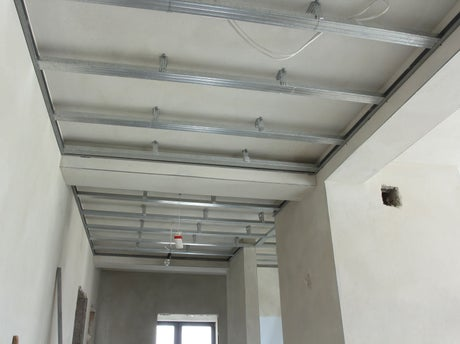 Comment r aliser un faux plafond acoustique leroy merlin for Pose de faux plafond en ba13