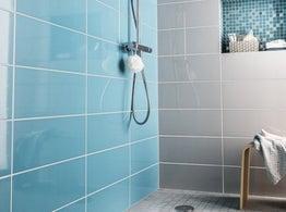 Tout savoir sur la douche l 39 italienne leroy merlin for Peinture pour carrelage douche