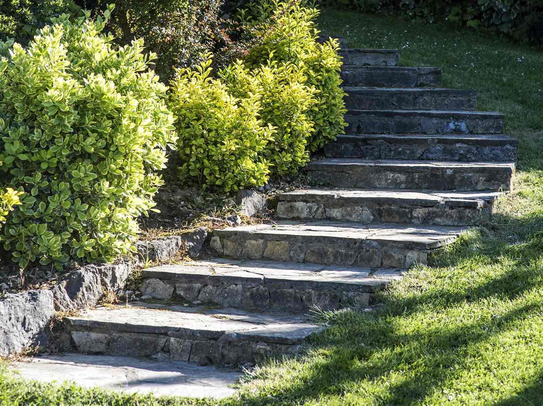 Jardin En Pente Comment Faire comment créer un escalier extérieur en bois ? | leroy merlin