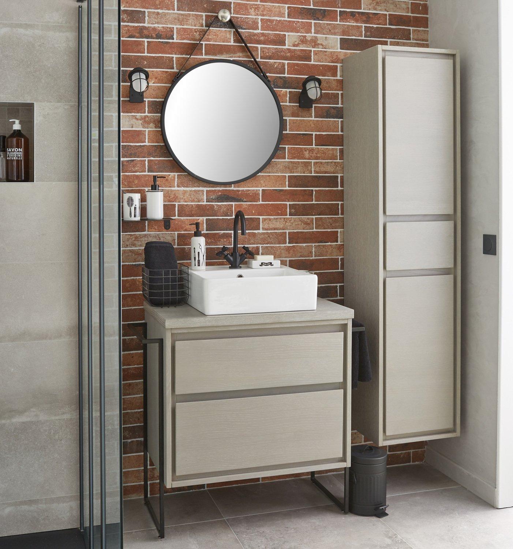 une salle de bains fonctionnelle et industrielle leroy. Black Bedroom Furniture Sets. Home Design Ideas