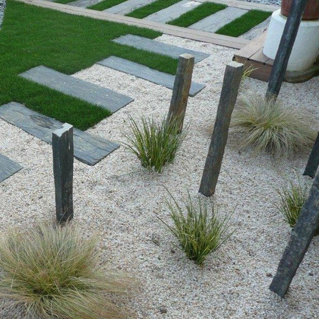 Piquet droite pierre naturelle noir x l 6 8 cm for Piquet decoratif jardin