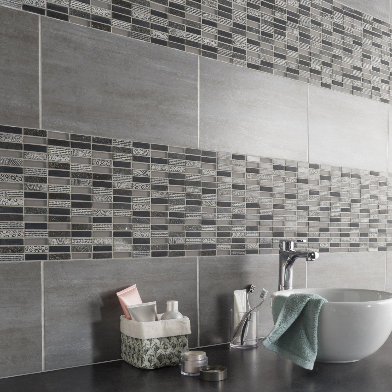 Une mosa que motifs noirs et blancs qui donnent du - Mosaique adhesive pour salle de bain ...
