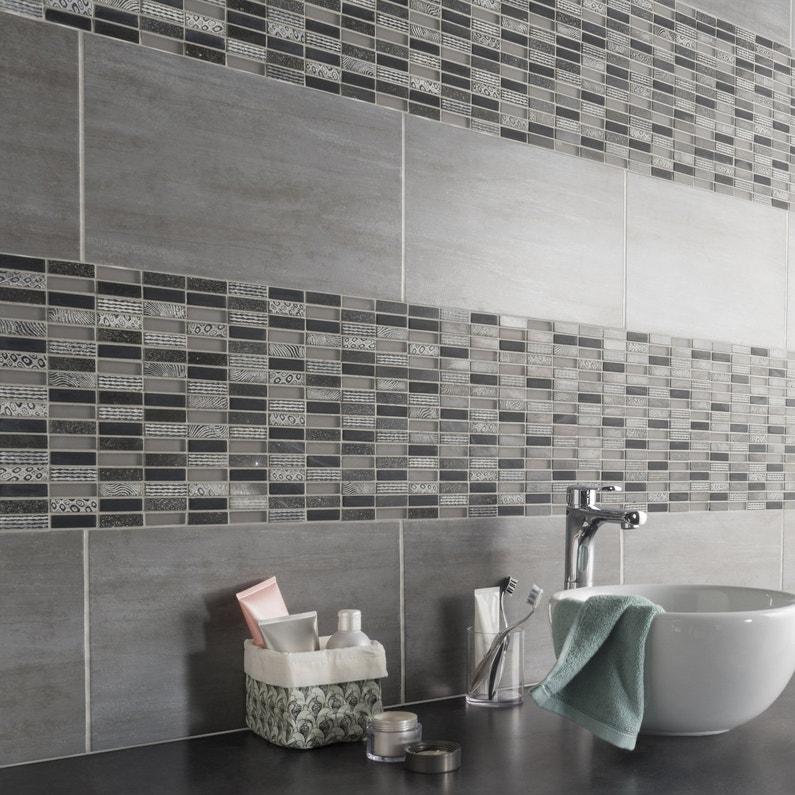 Une mosa que motifs noirs et blancs qui donnent du for Faillance de salle de bain