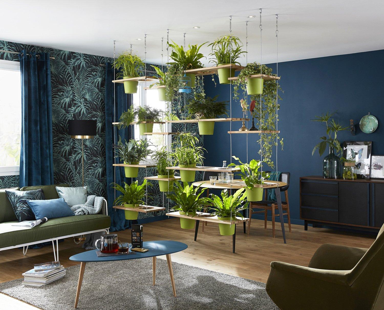 Un salon avec une cloison végétale de séparation | Leroy Merlin