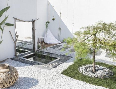 Des galets en pierre naturelle pour donner une ambiance zen à votre jardin