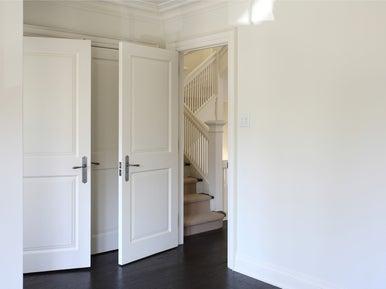 https://s2.lmcdn.fr/multimedia/471500333879/2f85e580ddb03/comment-deposer-une-porte-interieure/poser-une-porte-interieur-battante.jpg?$p=tbcampuscours