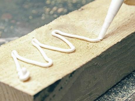 Bien choisir sa colle ou son mastic leroy merlin for Mastic bois exterieur