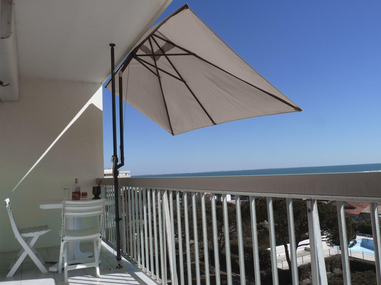 un parasol balcon rectangulaire leroy merlin. Black Bedroom Furniture Sets. Home Design Ideas