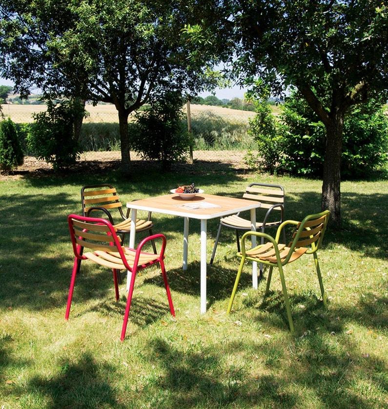 prendre des repas au soleil avec ce mobilier de jardin color leroy merlin. Black Bedroom Furniture Sets. Home Design Ideas