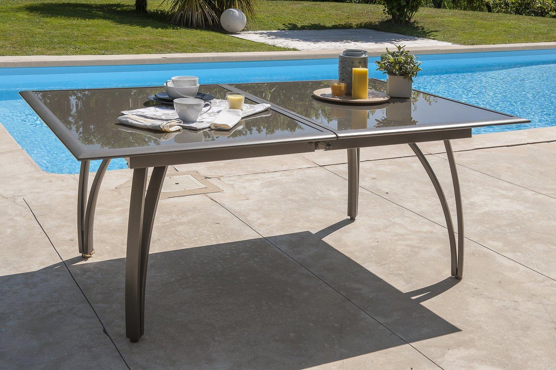 Une table de jardin avec une rallonge papillon | Leroy Merlin