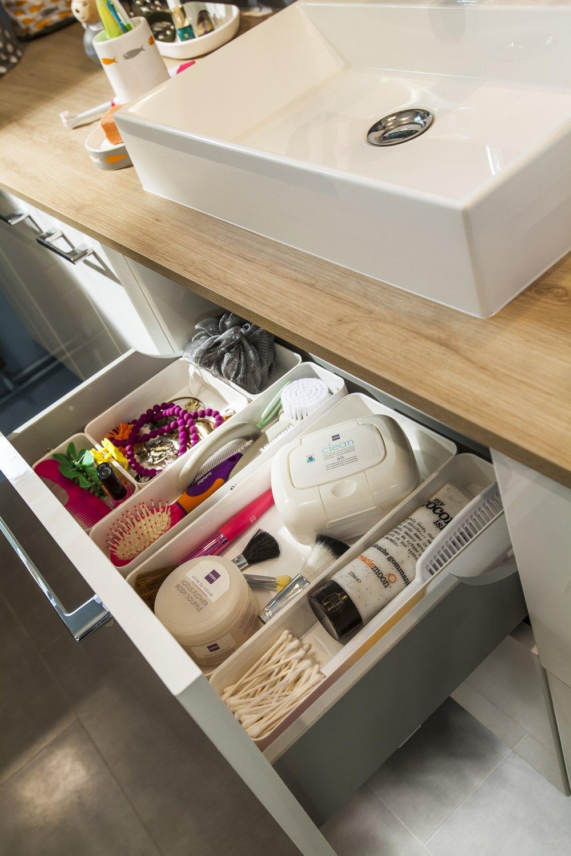 Des tiroirs de meubles de salle de bains pour tous vos accessoires ...