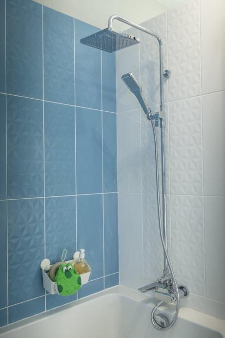 Design carré pour cette colonne de douche