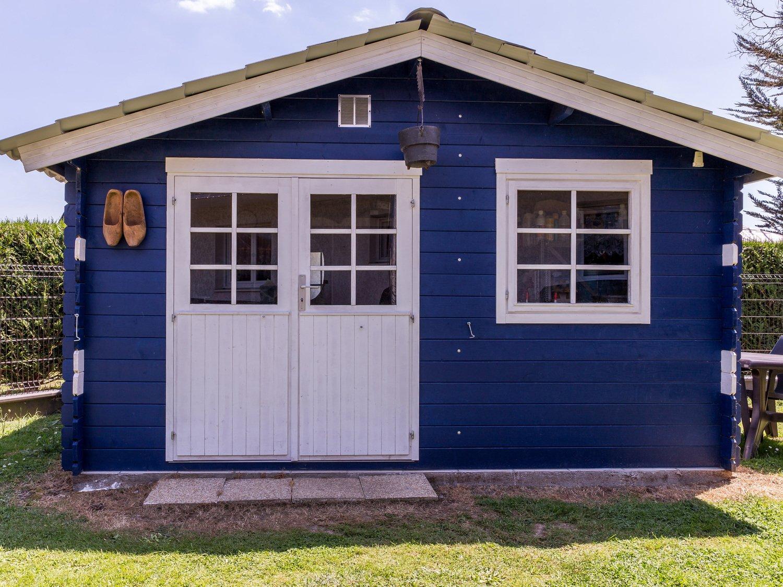 San Francisco d4eee 0678f Un abri en bois décoré et peint | Leroy Merlin