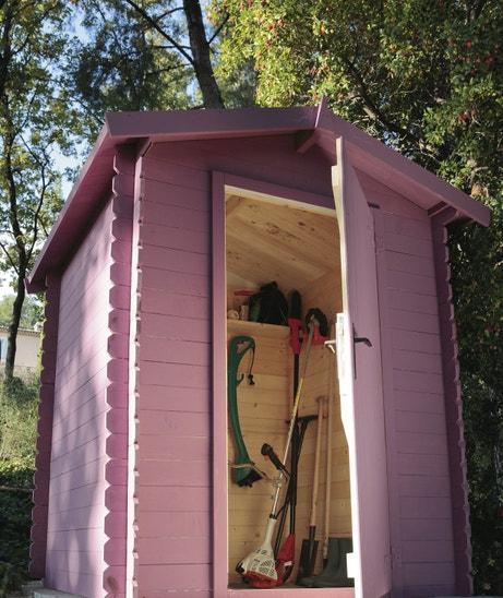 Un abris de jardin en bois rose pour ranger ses outils de jardinage