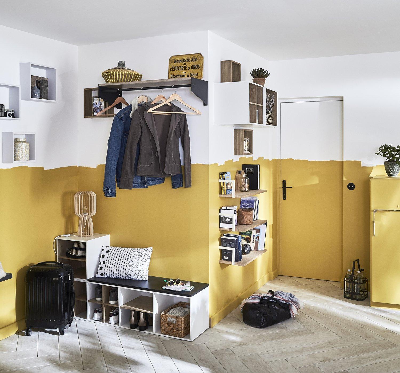 Porte Chaussures En Bois une entrée avec porte manteau, étagères et meuble à
