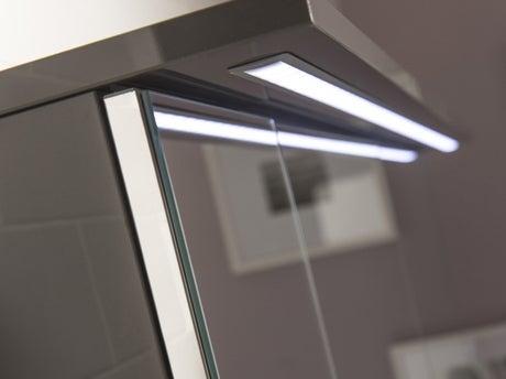 Comment installer une armoire de toilette lumineuse ? | Leroy Merlin