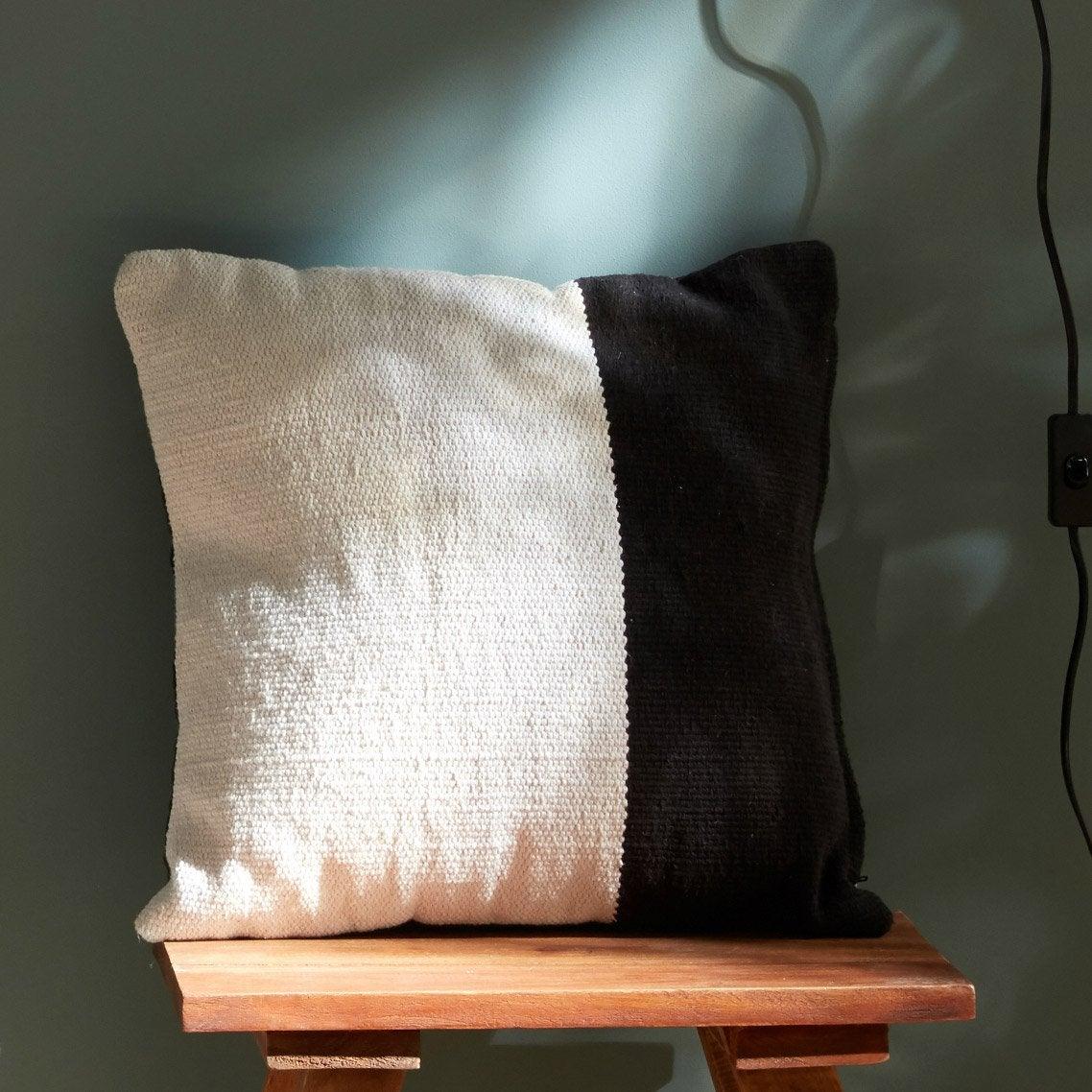 Coussin Duo, blanc / noir l.40 x H.40 cm