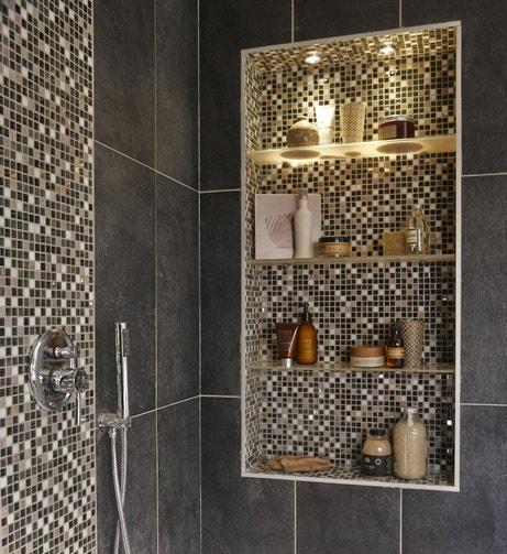 Une alcove design dans la douche