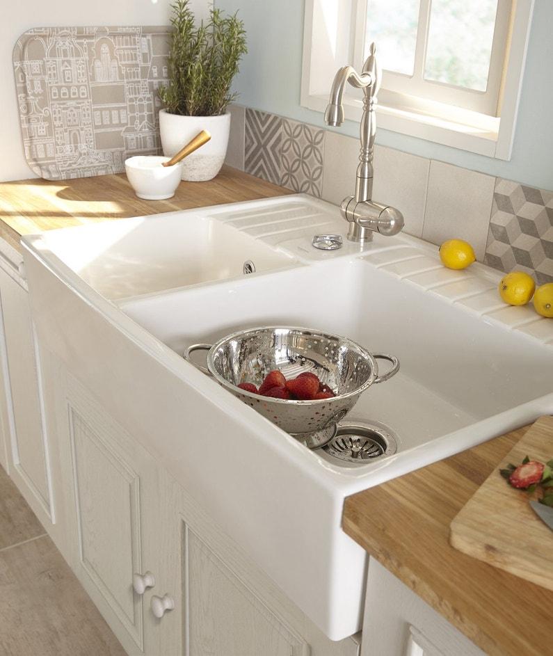 Une cuisine cosy aux couleurs douces leroy merlin for Evier cuisine blanc leroy merlin