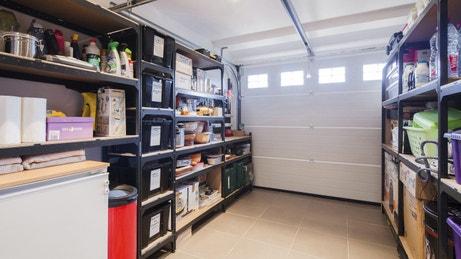 Des garages et ateliers multifonctions leroy merlin for Garage crepy en valois
