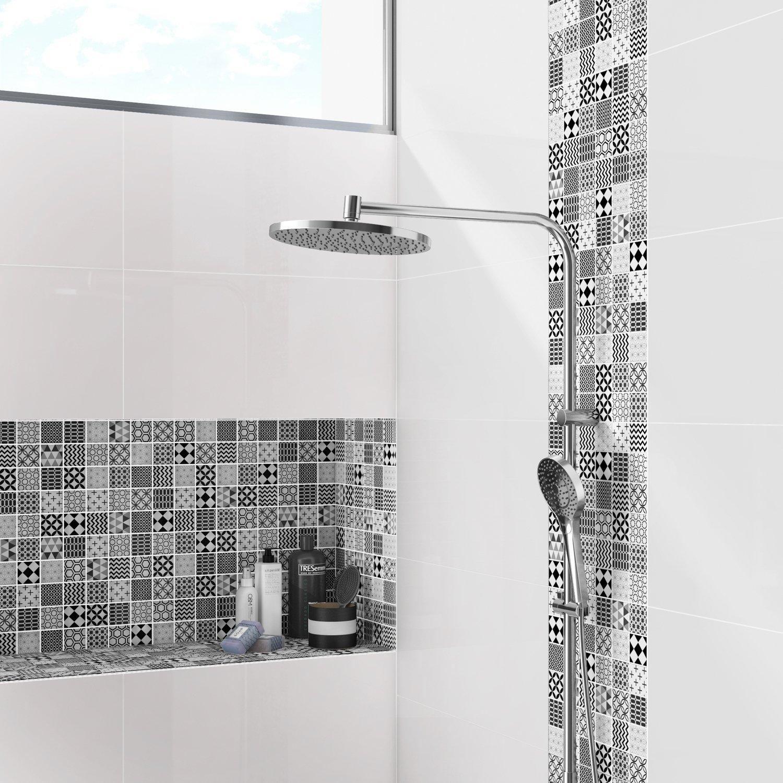 Donner de la modernité à votre douche avec un carrelage mosaïque