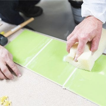 Cours de bricolage nos ateliers de bricolage en magasin leroy merlin - Remplacer carreau carrelage ...