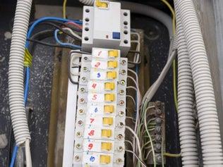 Comment installer un circuit électrique sous tubes ?