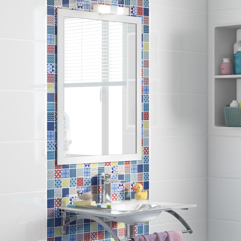 Habiller le lavabo de la salle de bain avec un carrelage mosa que multicolore leroy merlin - Habillage mural salle de bain ...