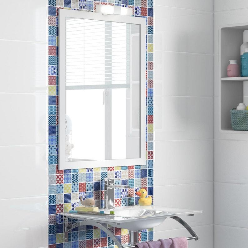 habiller le lavabo de la salle de bain avec un carrelage mosaïque ... - Salle De Bain Avec Mosaique