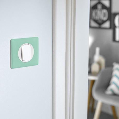 Un interrupteur blanc et turquoise
